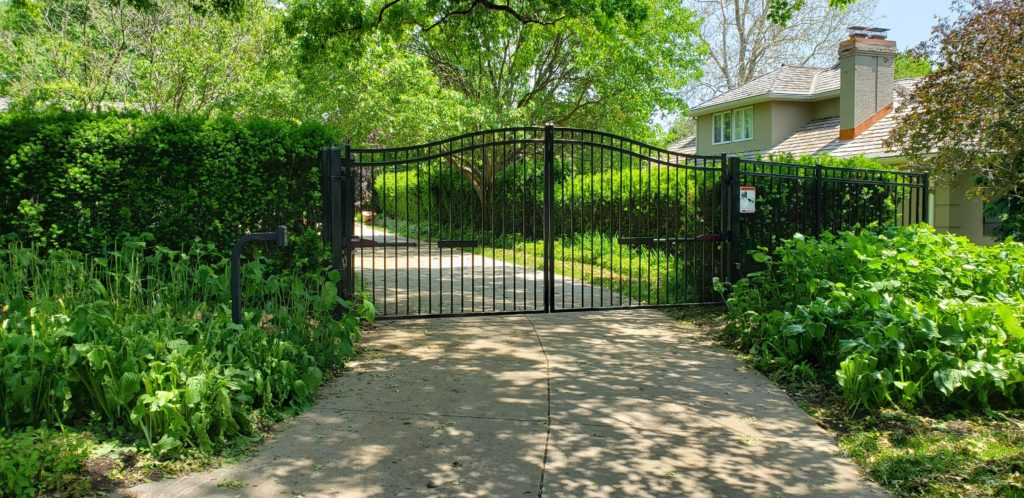Double swing estate gate with vertical pickets and 3 rails