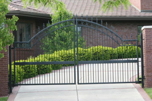 1309-Overscallop-Estate-gate-with-quad-flare-1309