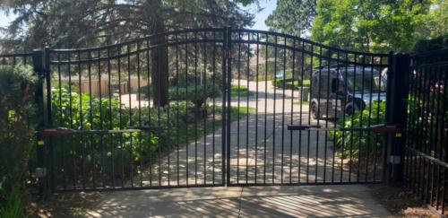 Ornamental swing gate with 3 rails