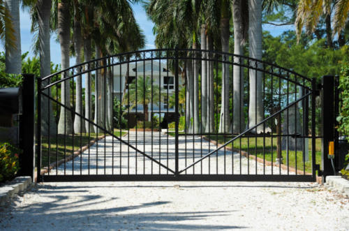 Arched commercial swing gate with 3 rails