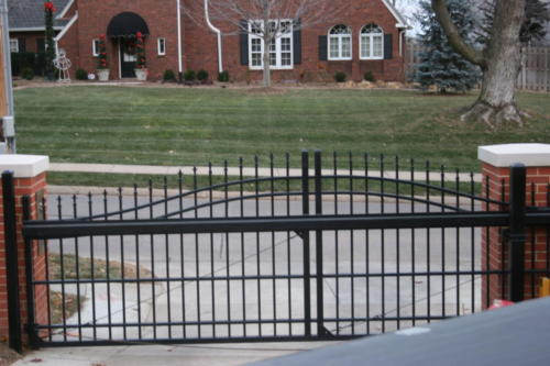 Overscallop industrial slide gate - ornamental picket