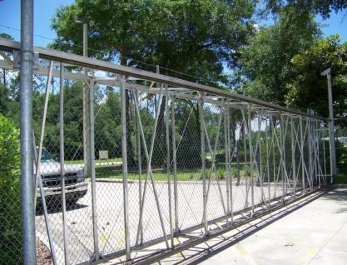 Box-Frame-Cantilever-Chain-Link-Gate-1-570x435