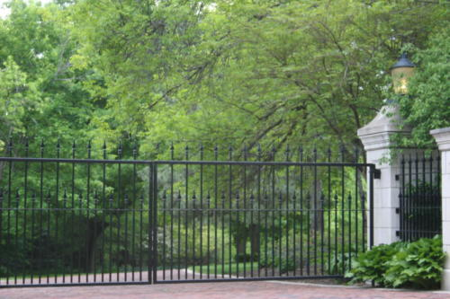 Estate Double Drive Gate With Alternating Pickets