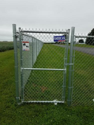 Pedestrian chain link gate with middle rail